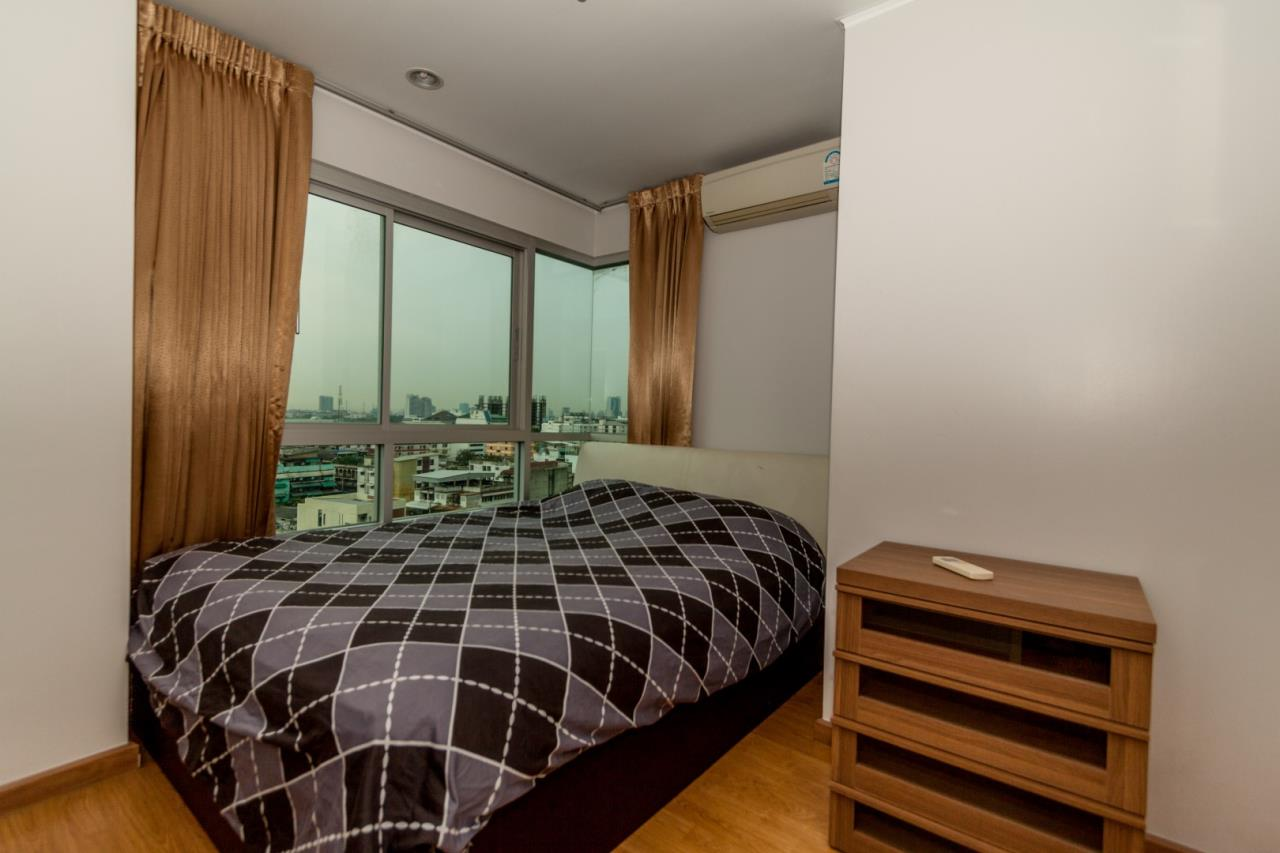 In Bangkok Condo Agency's Hauy Kwang high floor 2 bed condo for sale. well furnished 4
