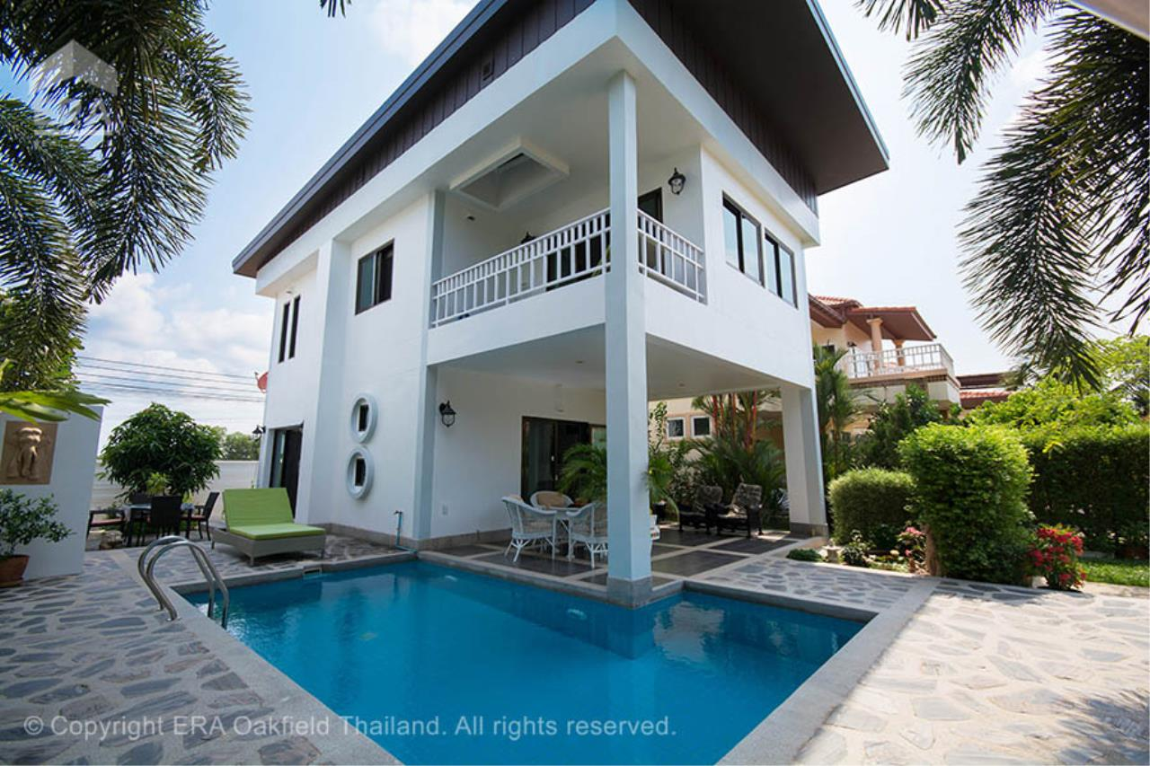 ERA Rayong Agency's Modern home with private swimming pool in a fantastic development 1