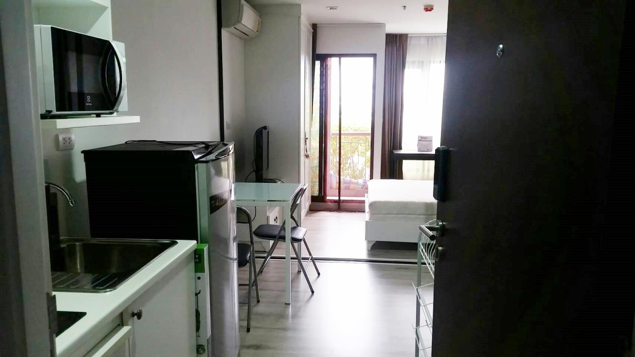 Estate Corner Agency (Samut Prakan) Agency's Sale with Tenant Condo Bearing from BTS only 600 meters. Fully furnished. 1