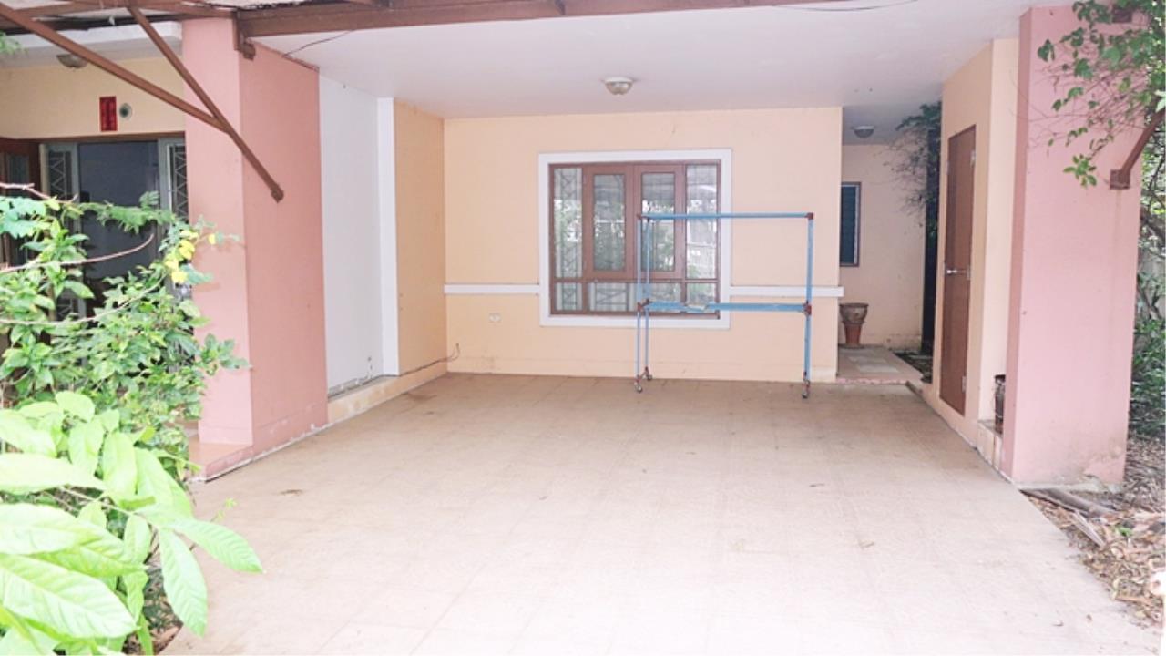 Estate Corner Agency (Samut Prakan) Agency's Sale 2 storey house, Neighborhome Ramintra - Watcharapol, behind the corner, fully furnished. 3