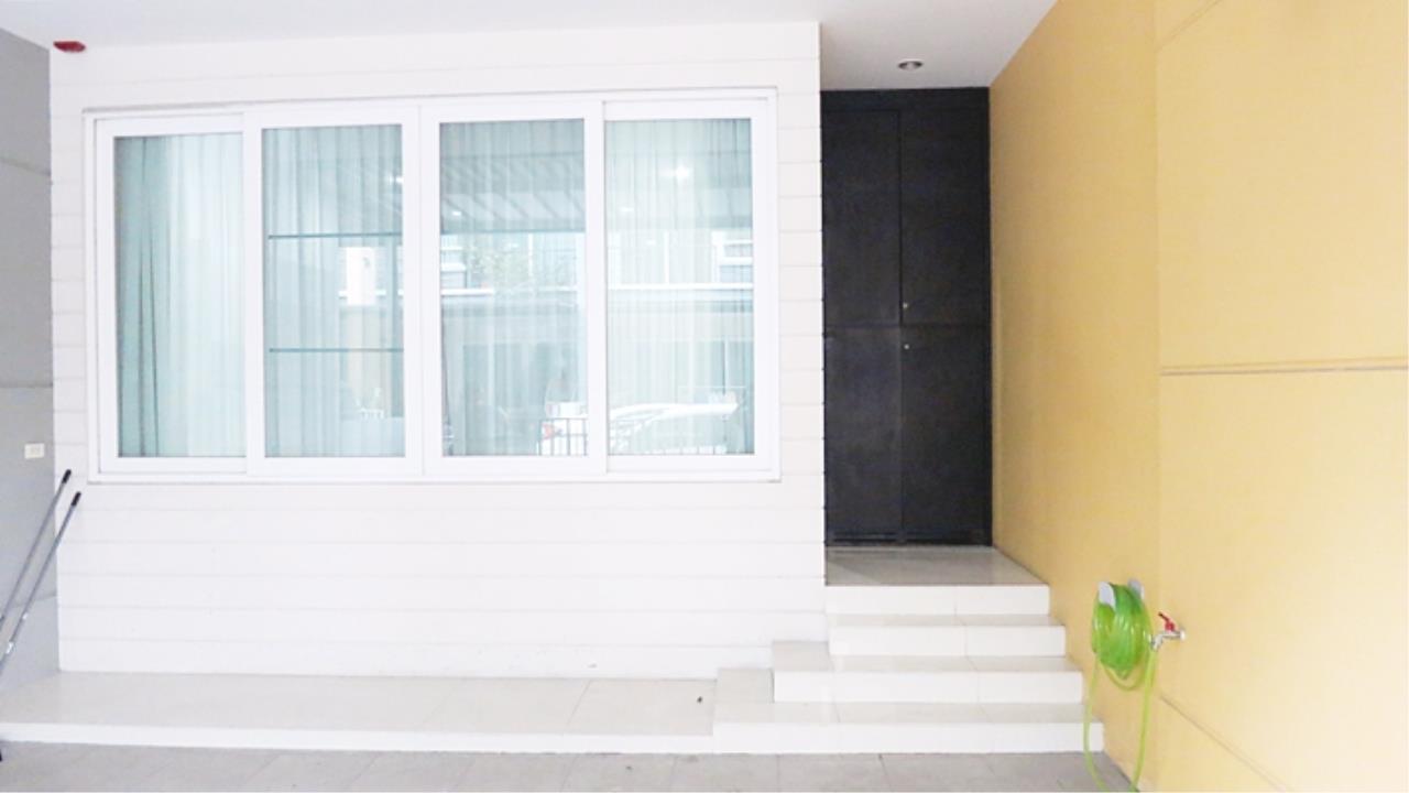 Estate Corner Agency (Samut Prakan) Agency's 3 storey townhouse for sale, Pattra Villa 8, Chokchai 4 – Ladphrao 71 near MRT. 2