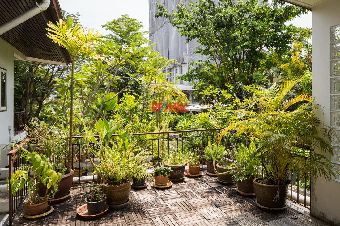 RE/MAX Exclusive Agency's House with big garden in Thonglor 2