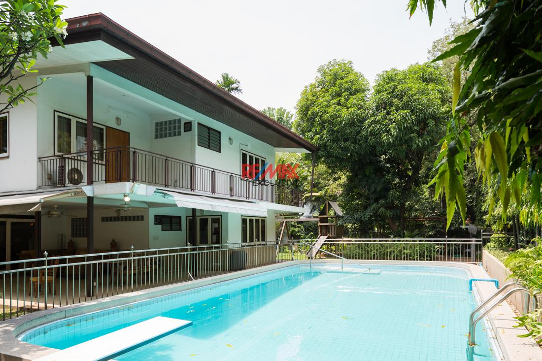 RE/MAX Exclusive Agency's House with big garden in Thonglor 1