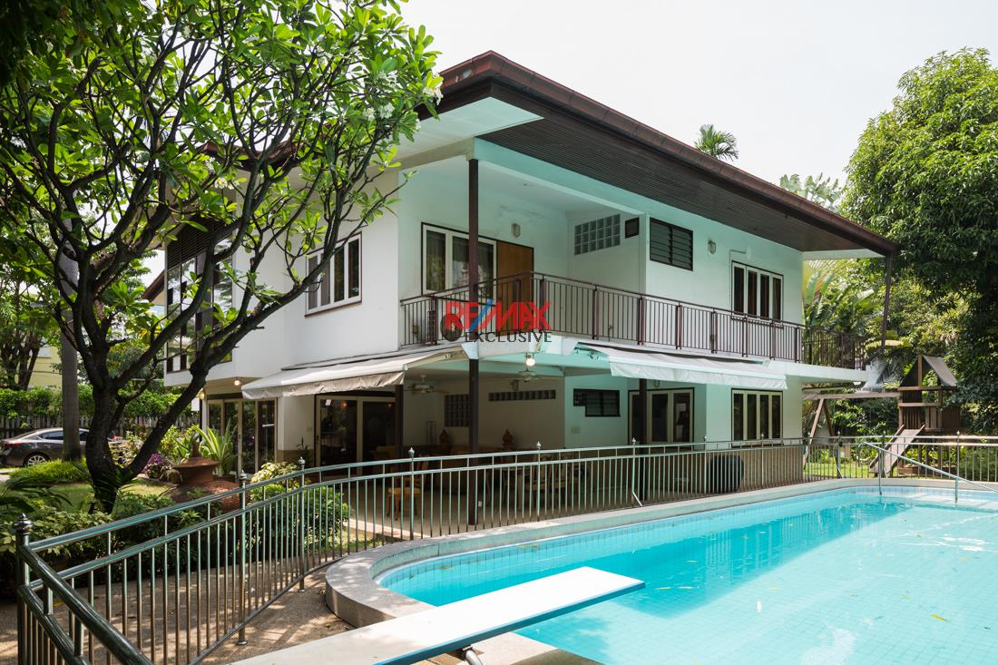 RE/MAX Exclusive Agency's House with big garden in Thonglor 6