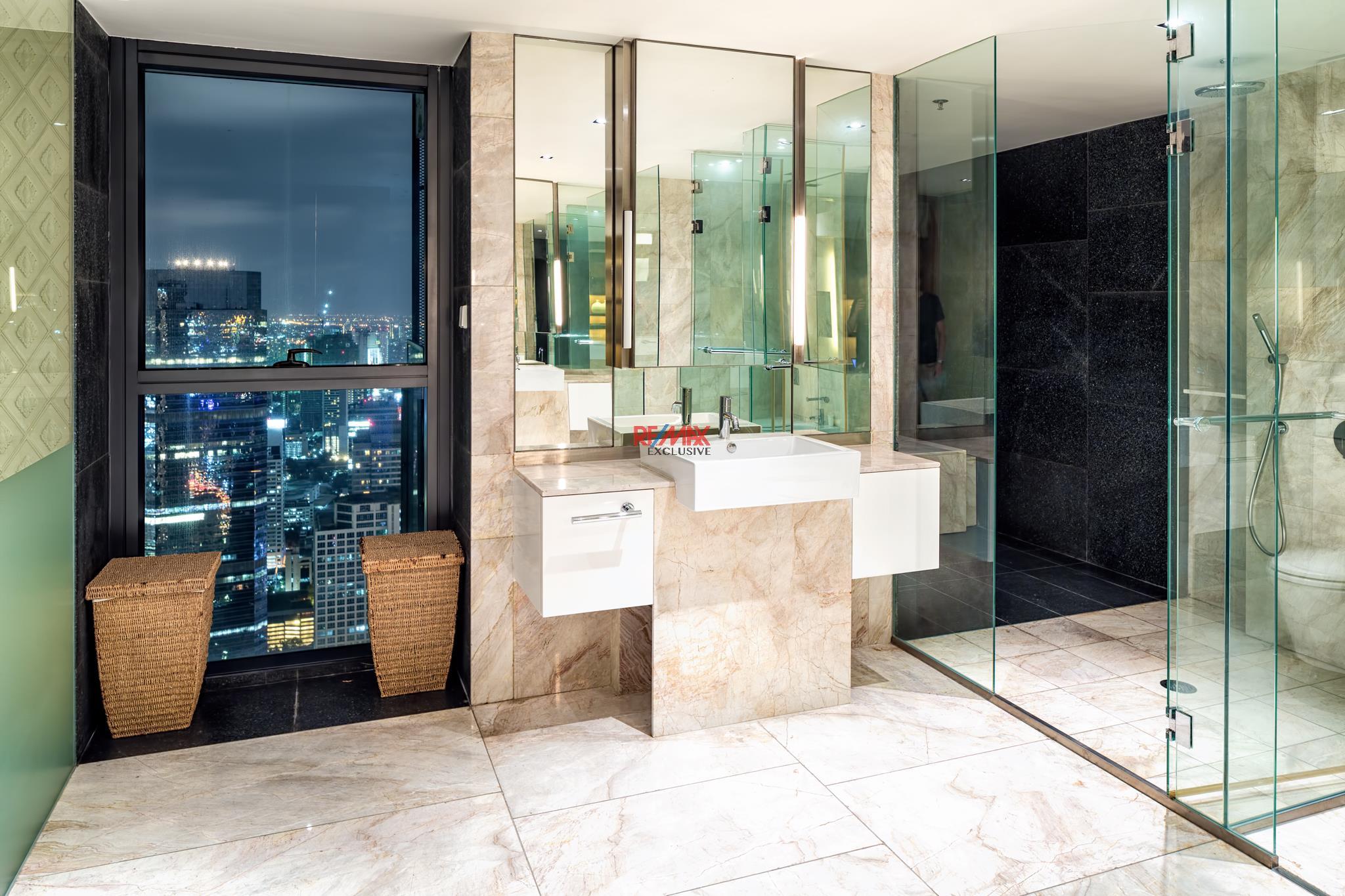 RE/MAX Exclusive Agency's The Met Three-Floor Skysuite Penthouse  7
