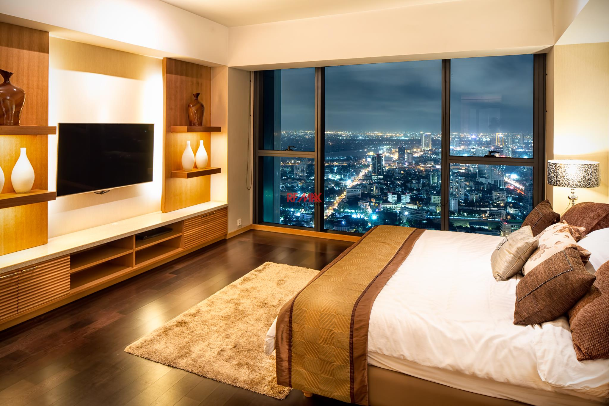 RE/MAX Exclusive Agency's The Met Three-Floor Skysuite Penthouse  8