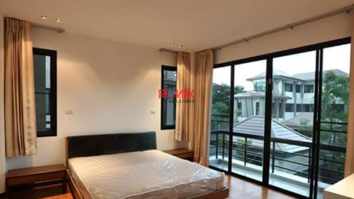 RE/MAX Exclusive Agency's Thonglor House with Private Pool in Secured Compound 8