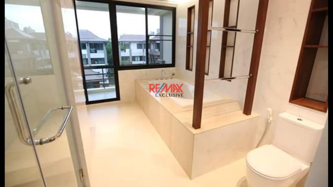 RE/MAX Exclusive Agency's Thonglor House with Private Pool in Secured Compound 15