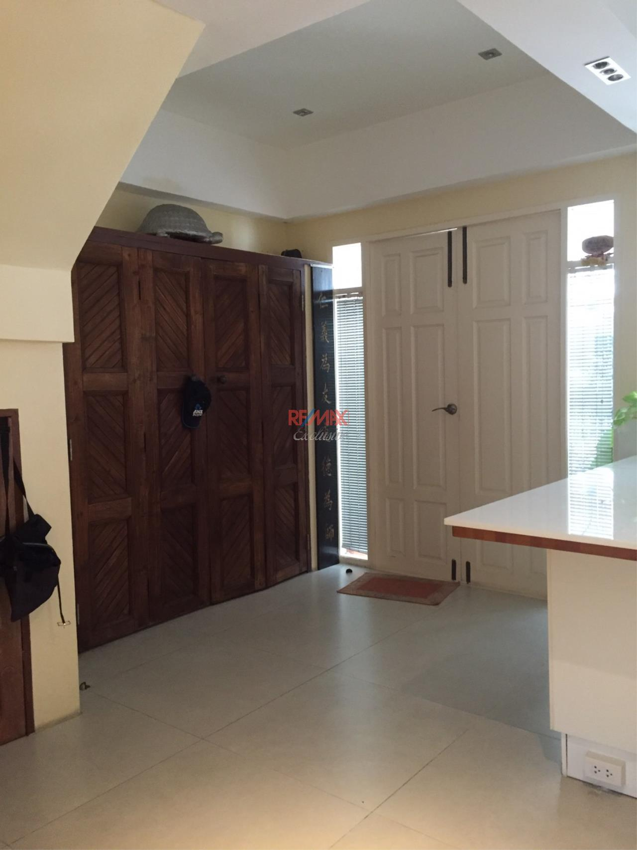 RE/MAX Exclusive Agency's Charming Townhouse Ekamai 4 Bedrooms Secured Compound 21
