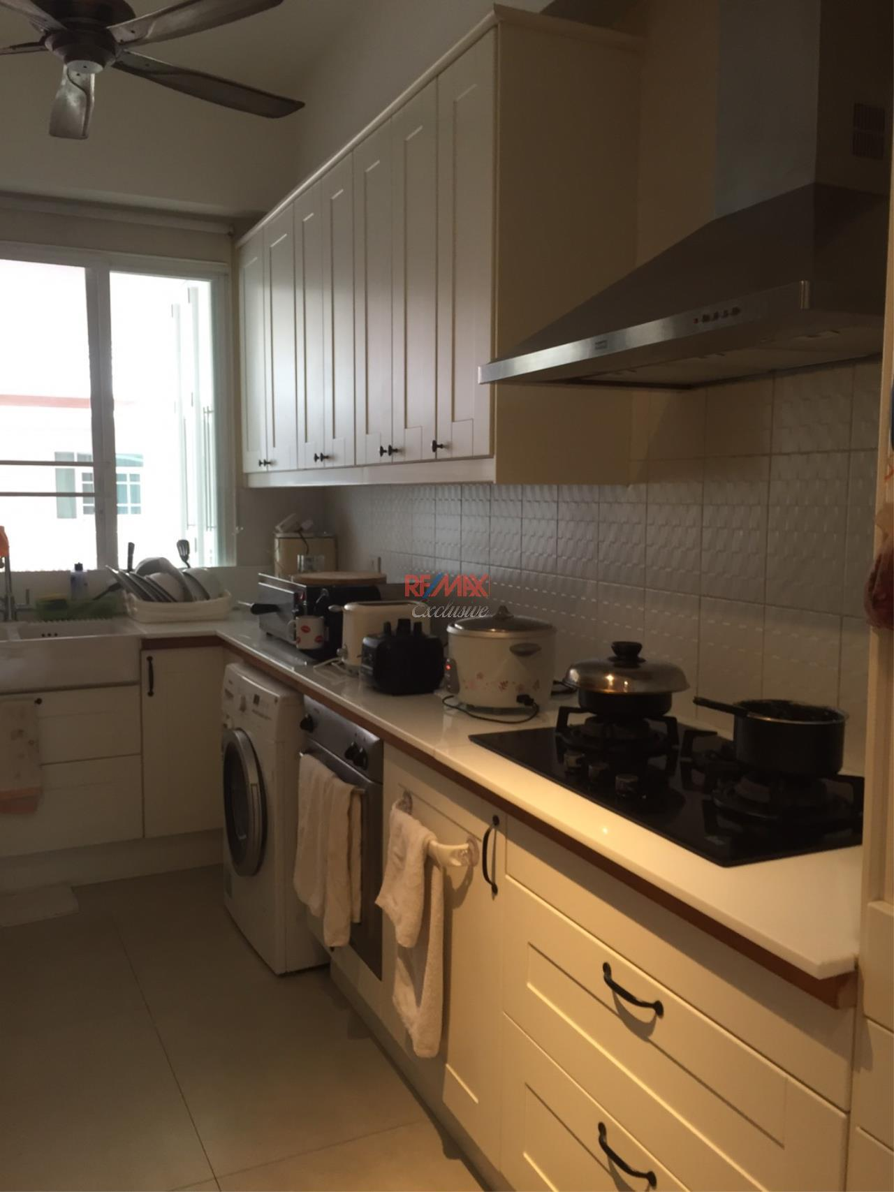 RE/MAX Exclusive Agency's Charming Townhouse Ekamai 4 Bedrooms Secured Compound 22