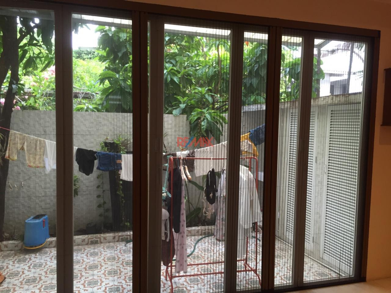 RE/MAX Exclusive Agency's Charming Townhouse Ekamai 4 Bedrooms Secured Compound 27