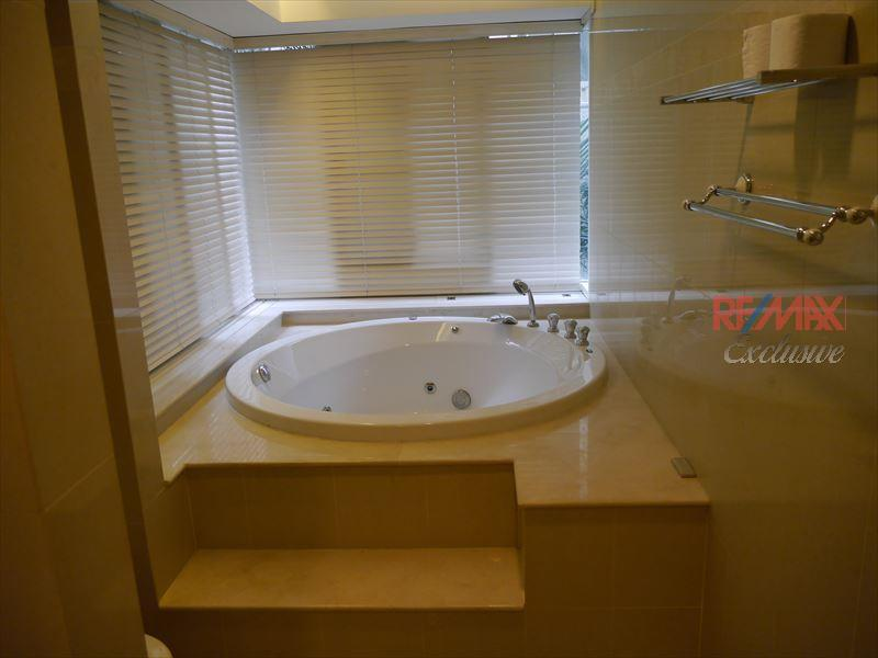 RE/MAX Exclusive Agency's Bangkok 43 Condo, 2 Bedroom, Fully Furnished, 112 SQM  5