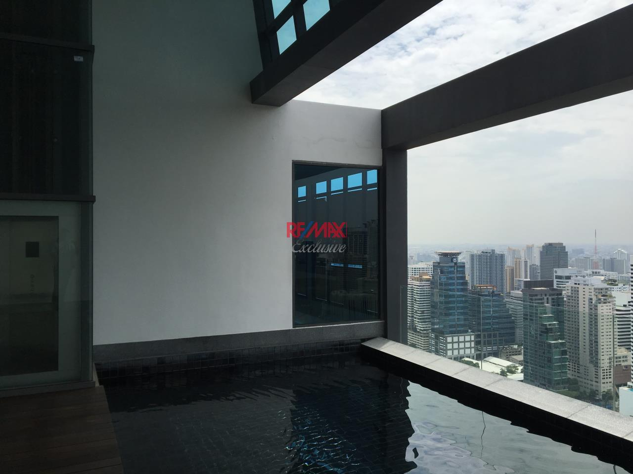 RE/MAX Exclusive Agency's Penthouse Hyde 13, Duplex 492SQM, Top Floor, 3 Bedroom 3