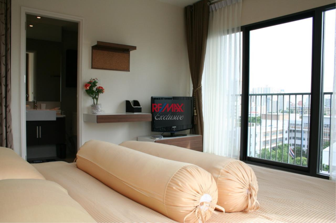 RE/MAX Exclusive Agency's NOBLE REMIX, Sukhumvit 36, 62 Sqm., 1 Bedroom, Fully-Furnished, European Style Decoration - RENT !! 24