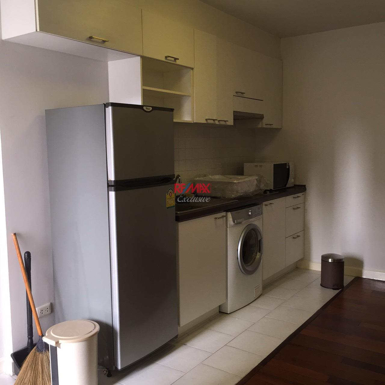 RE/MAX Exclusive Agency's The 49 PLUS 2, Sukhumvit 49, 1 Bedroom, 54 Sqm., Fully-Furnished,. For RENT !! Best Price 3