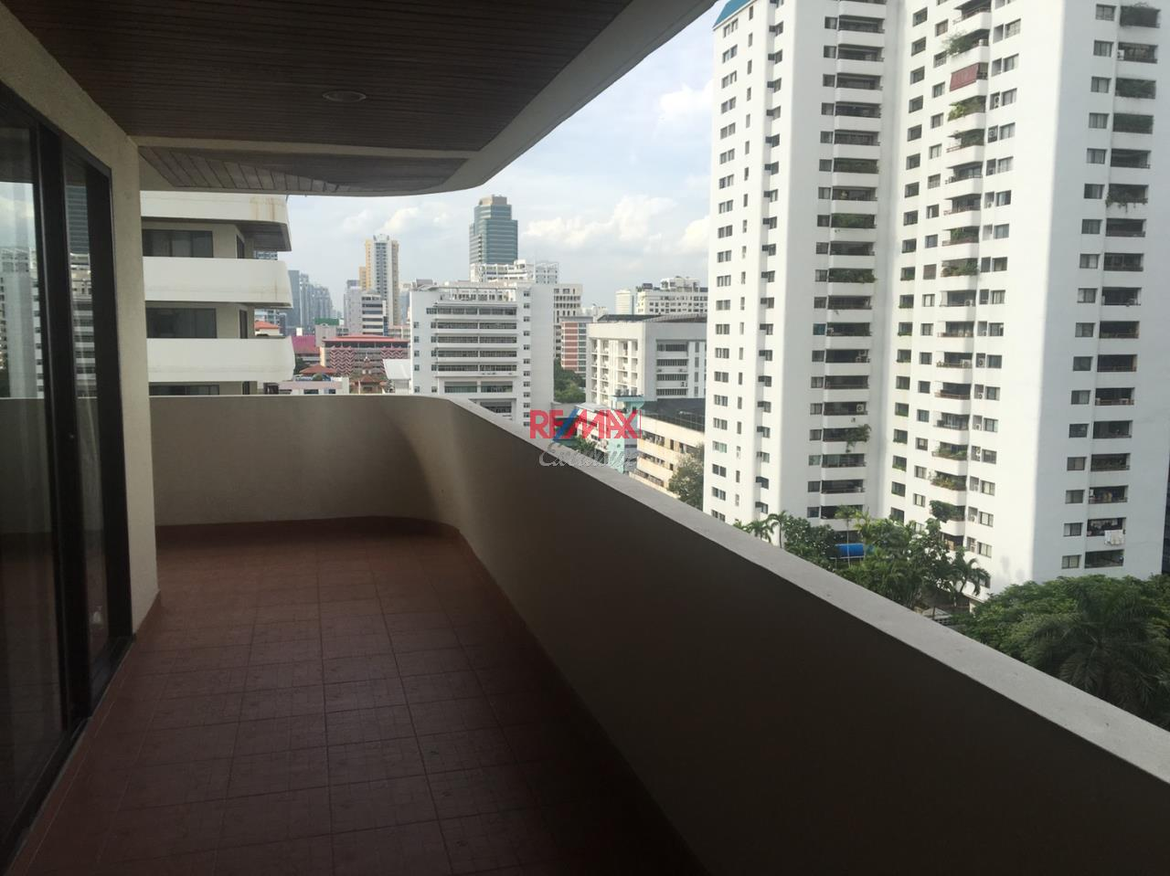 RE/MAX Exclusive Agency's Hawaii Tower, 4 Bedroom, 420 Sqm., Fully-Furnished, Special Price for RENT !!! 4