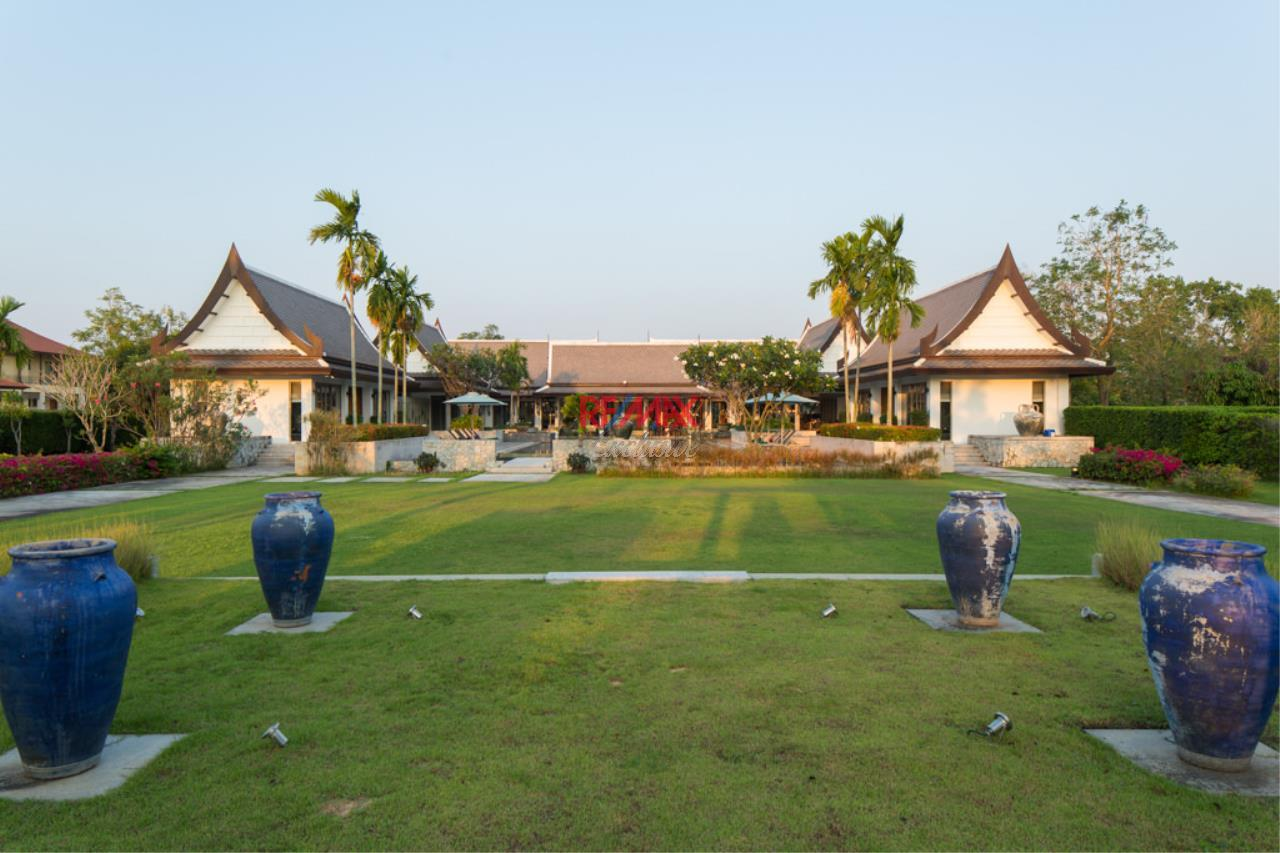 RE/MAX Exclusive Agency's Stunning Villa on Massive Land For Sale 7