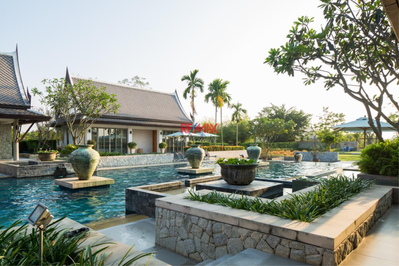 RE/MAX Exclusive Agency's Stunning Villa on Massive Land For Sale 10