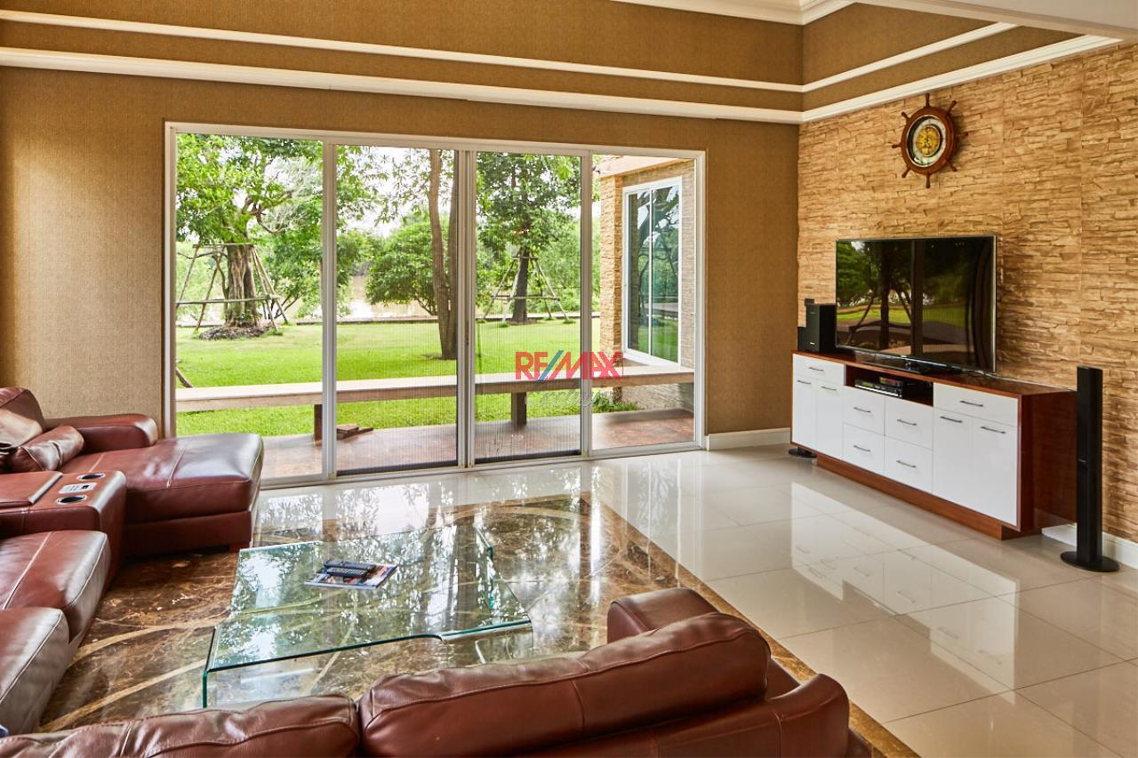 RE/MAX Exclusive Agency's House by the River For Sale 1