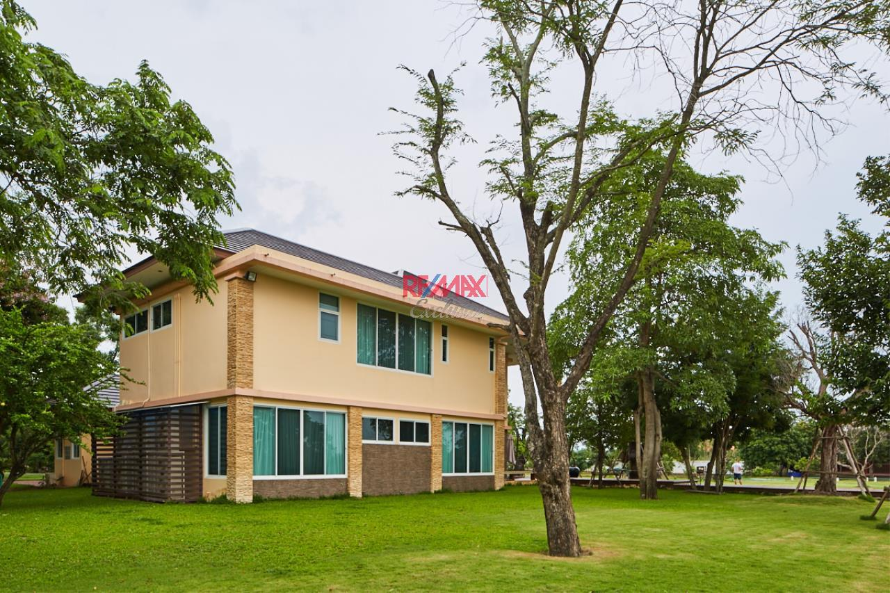 RE/MAX Exclusive Agency's House by the River For Sale 30