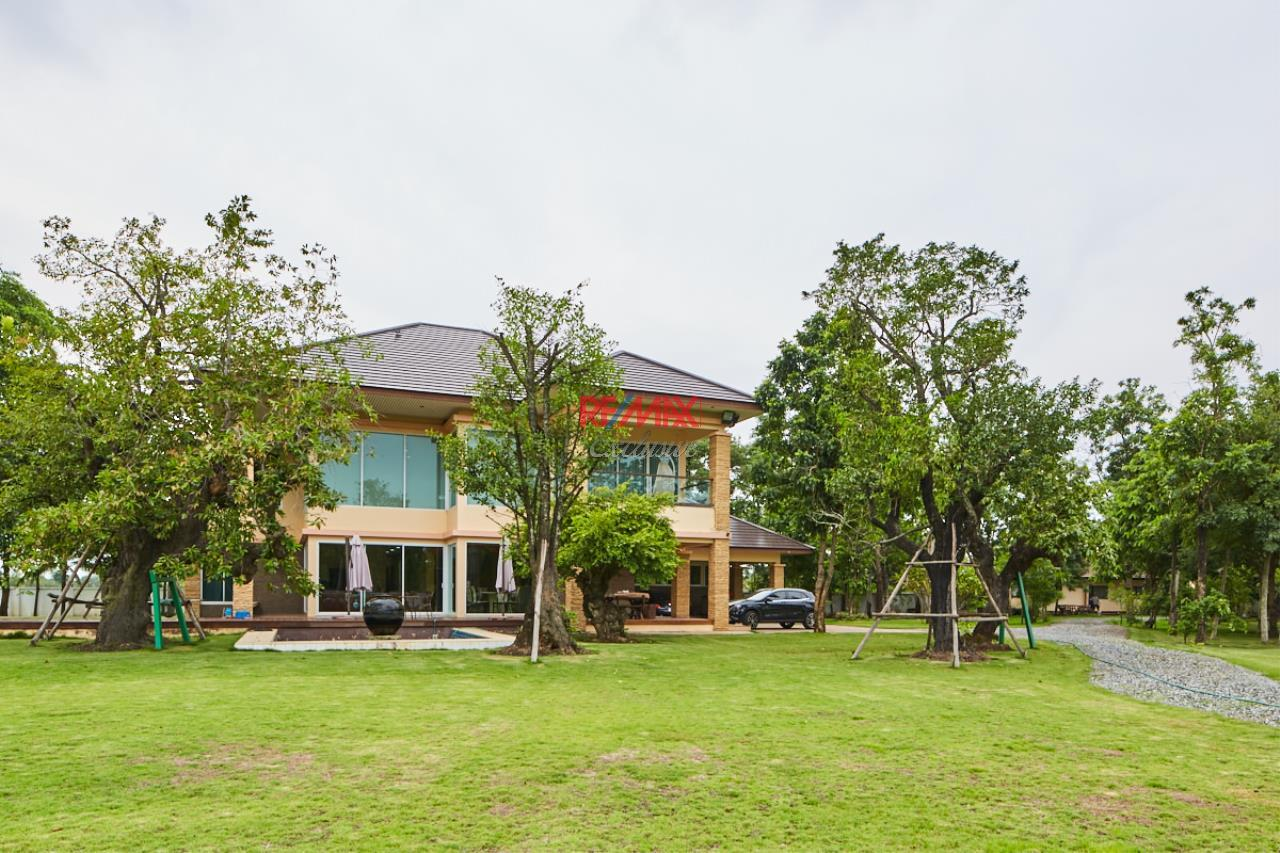 RE/MAX Exclusive Agency's House by the River For Sale 32