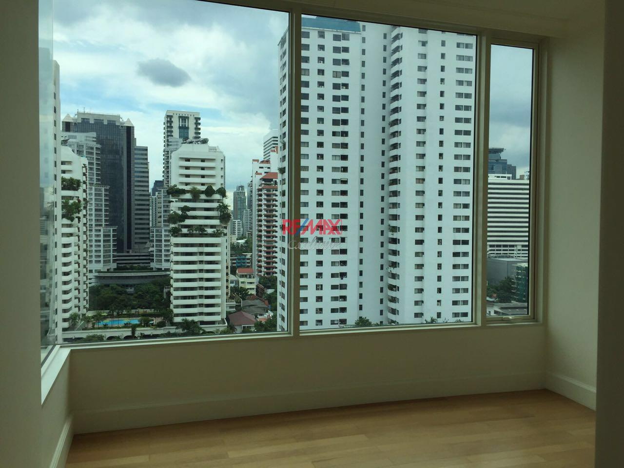 RE/MAX Exclusive Agency's Royce Private Residence, 3 Bedroom 142 Sqm. for Rent and Sale Brand New 11