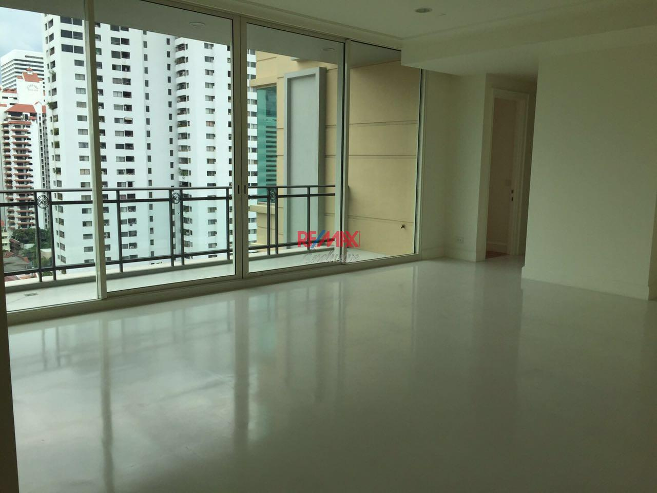 RE/MAX Exclusive Agency's Royce Private Residence, 3 Bedroom 142 Sqm. for Rent and Sale Brand New 4