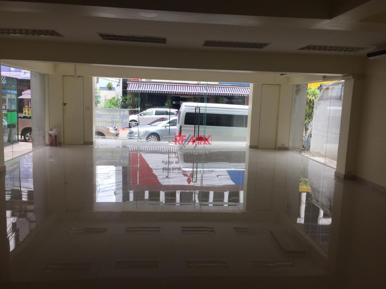 RE/MAX Exclusive Agency's Office building for rent in Ladprao 5