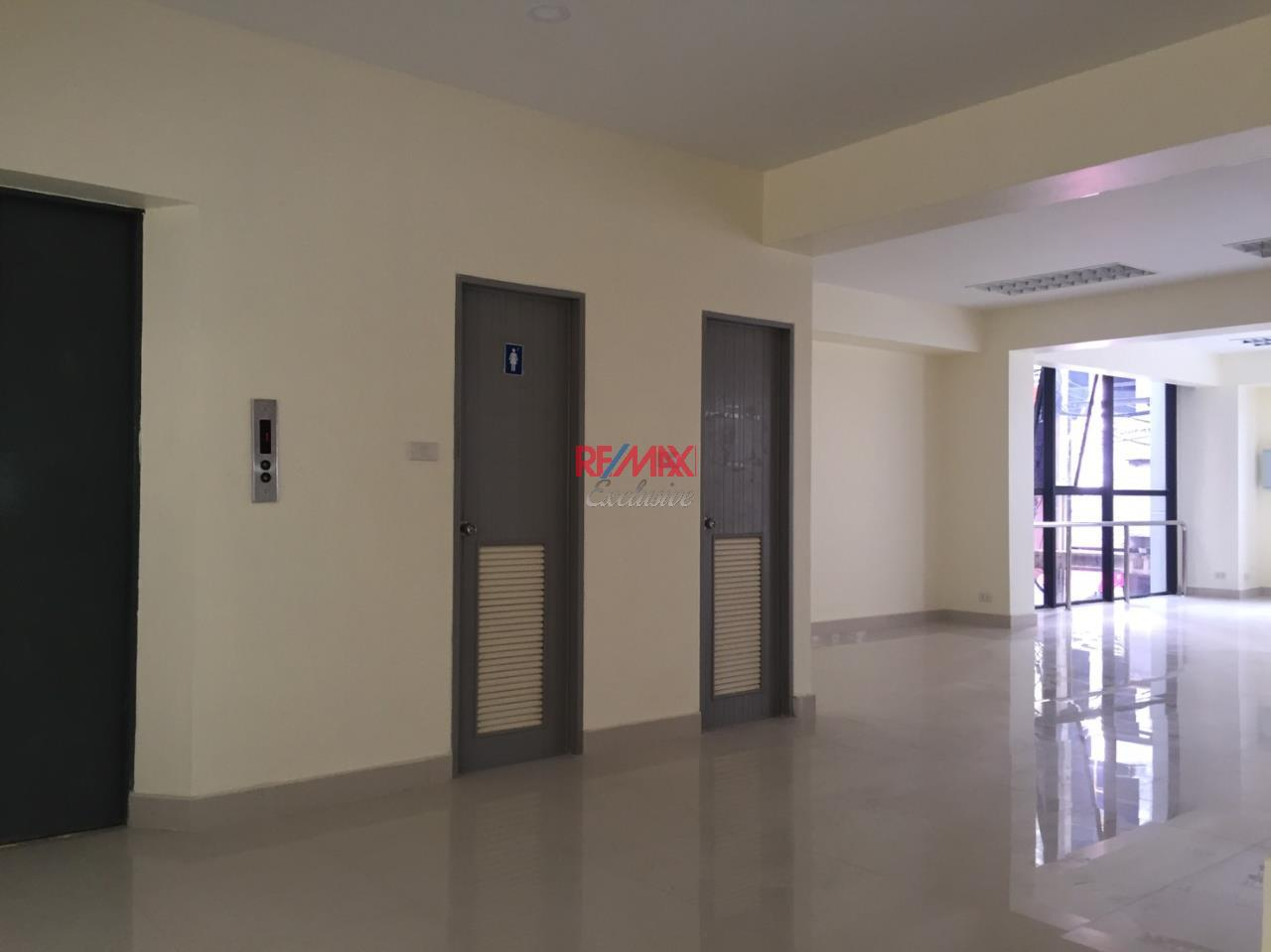 RE/MAX Exclusive Agency's Office building for rent in Ladprao 6