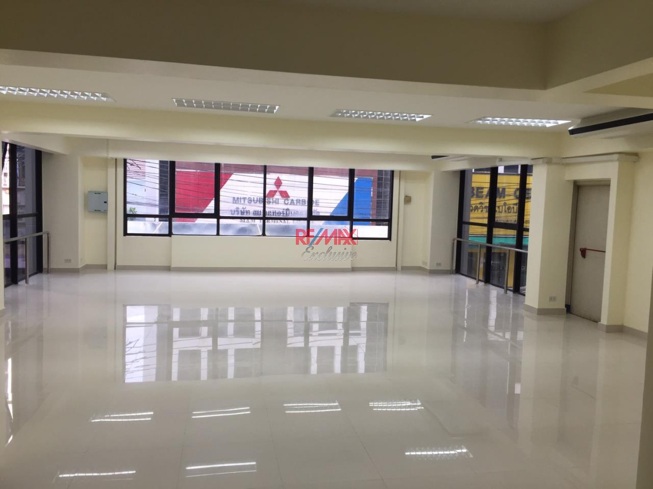 RE/MAX Exclusive Agency's Office building for rent in Ladprao 7