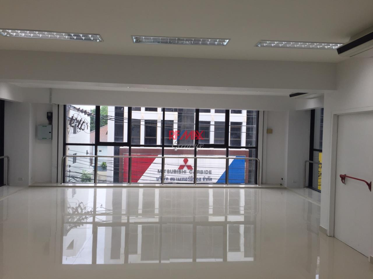 RE/MAX Exclusive Agency's Office building for rent in Ladprao 10