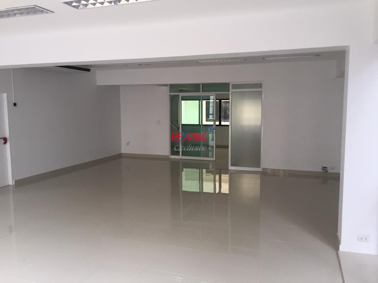 RE/MAX Exclusive Agency's Office building for rent in Ladprao 11