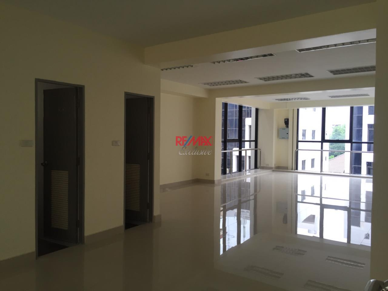 RE/MAX Exclusive Agency's Office building for rent in Ladprao 12
