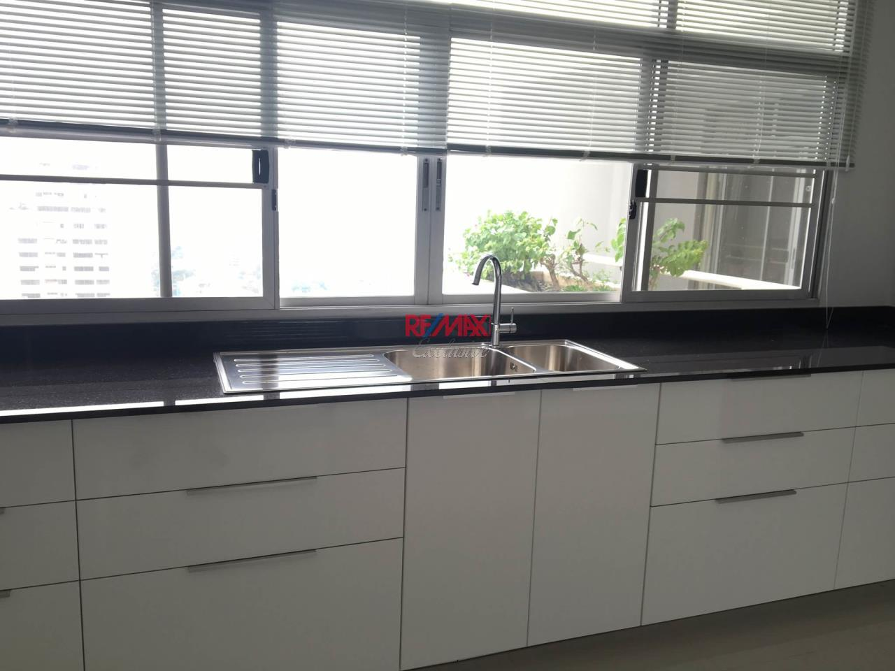RE/MAX Exclusive Agency's Duplex Penthouse 3 Bedroom for Sale 36M 3