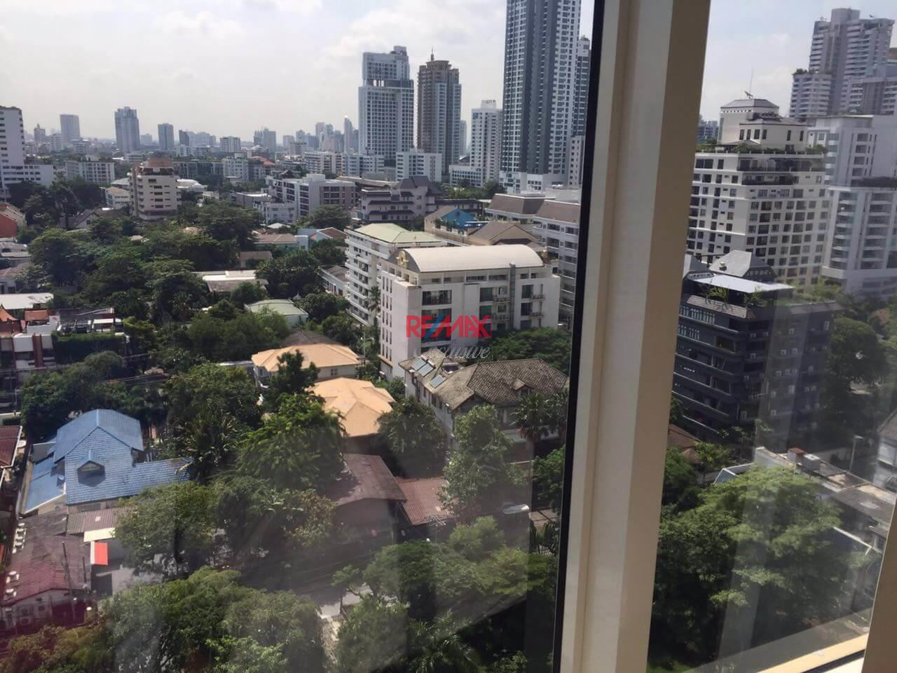 RE/MAX Exclusive Agency's Royce Private Residence, 2 Bedroom 112 Sqm. for Rent best price 13