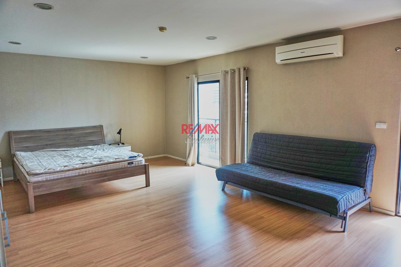 RE/MAX Exclusive Agency's Renova Residence Chitlom, 3 bedroom, 142 sqm - For Rent 4