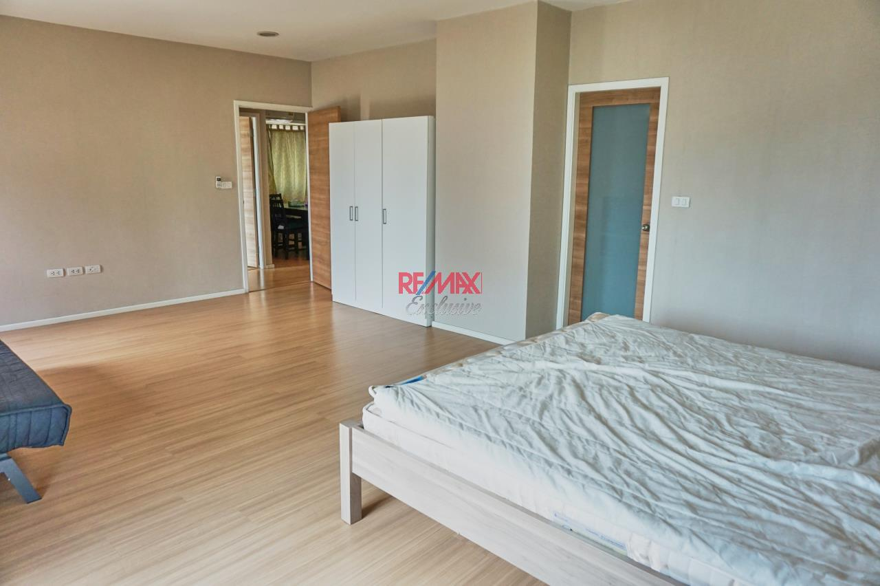 RE/MAX Exclusive Agency's Renova Residence Chitlom, 3 bedroom, 142 sqm - For Rent 1
