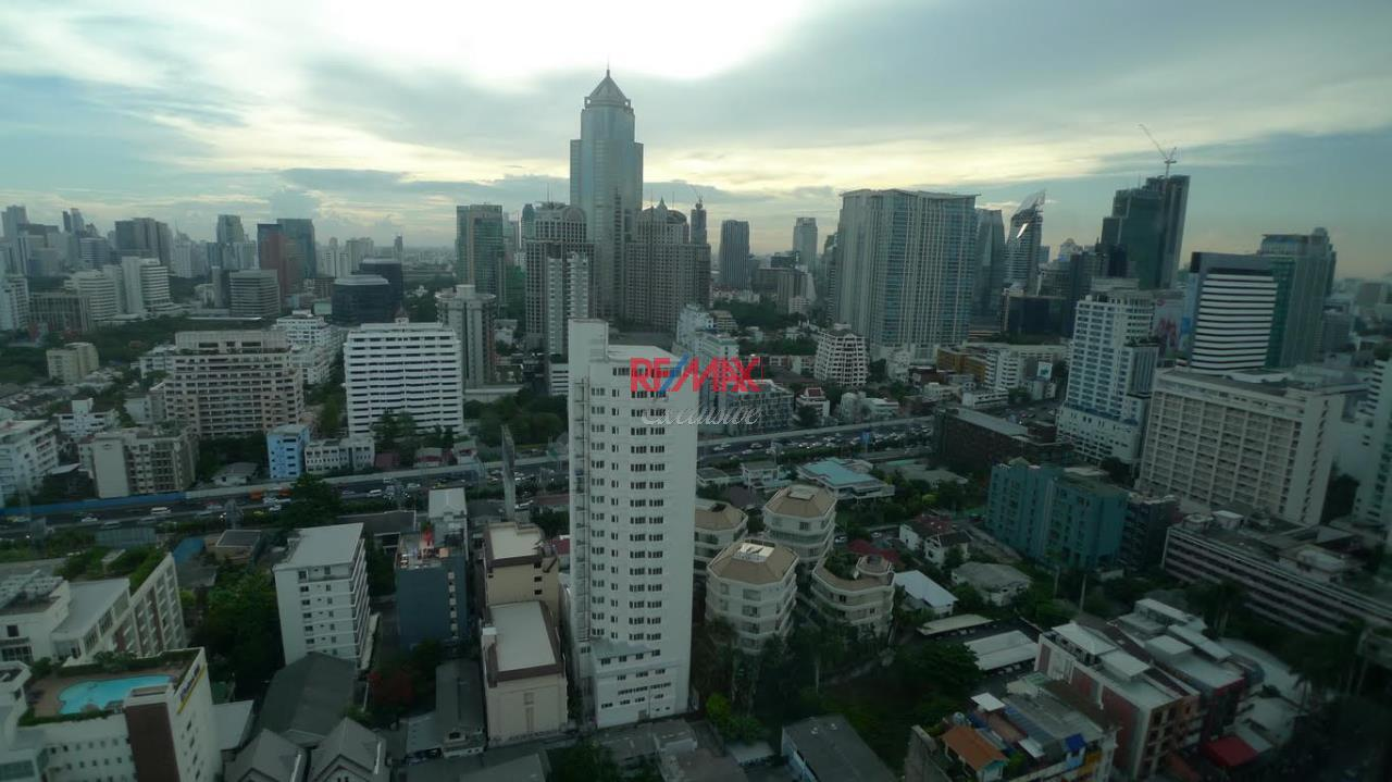 RE/MAX Exclusive Agency's Newly Renovated Omni Tower 2 bedroom for sale 5500000 Good Price 1