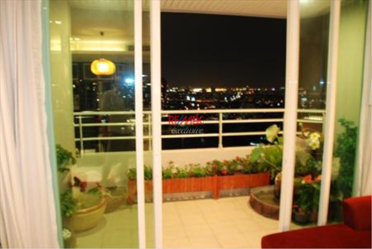 RE/MAX Exclusive Agency's Watermark Chaopraya 5 Star Condo 2 Bedroom for rent 2
