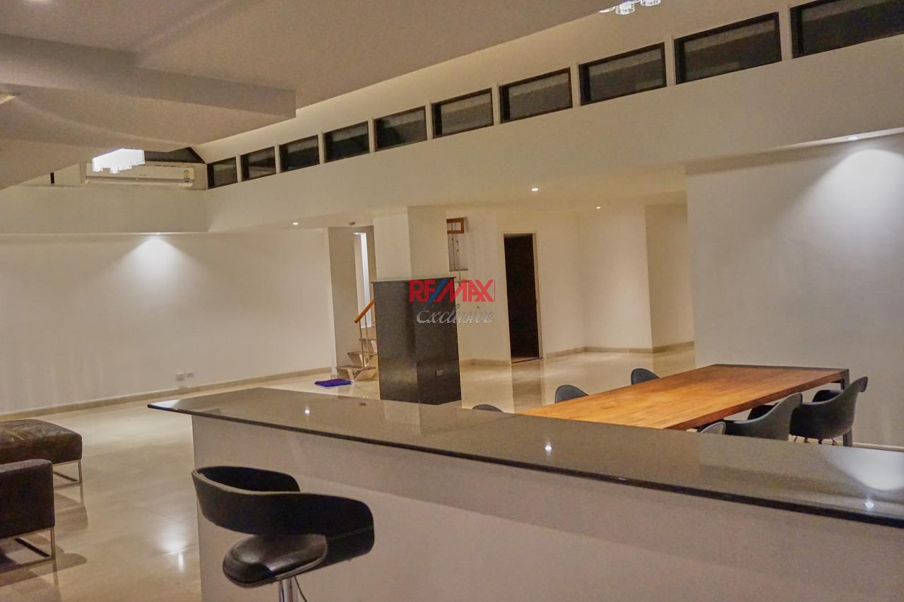 RE/MAX Exclusive Agency's Spacious 3 Bedroom Penthouse with Rooftop Garden in Thonglor For Rent 6