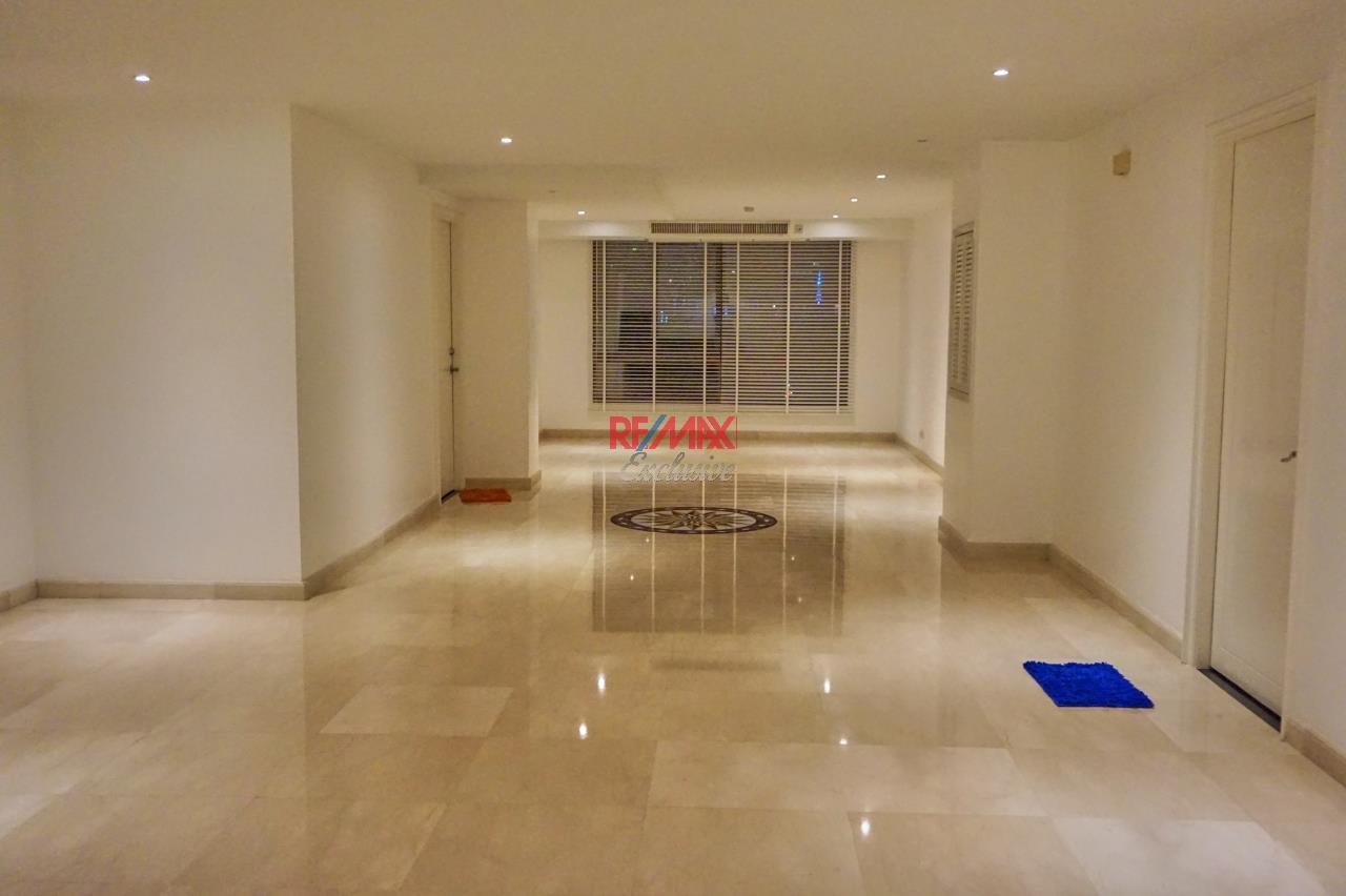 RE/MAX Exclusive Agency's Spacious 3 Bedroom Penthouse with Rooftop Garden in Thonglor For Rent 7
