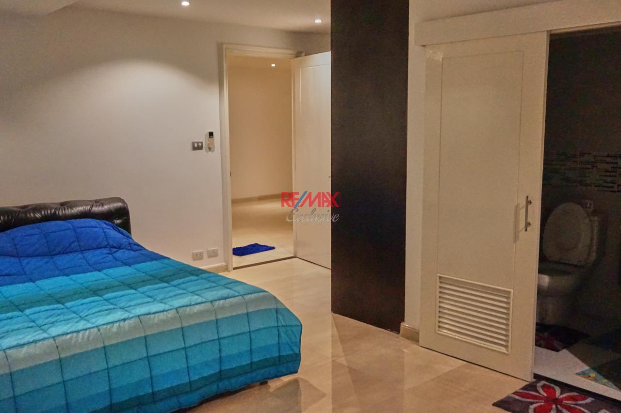 RE/MAX Exclusive Agency's Spacious 3 Bedroom Penthouse with Rooftop Garden in Thonglor For Rent 14