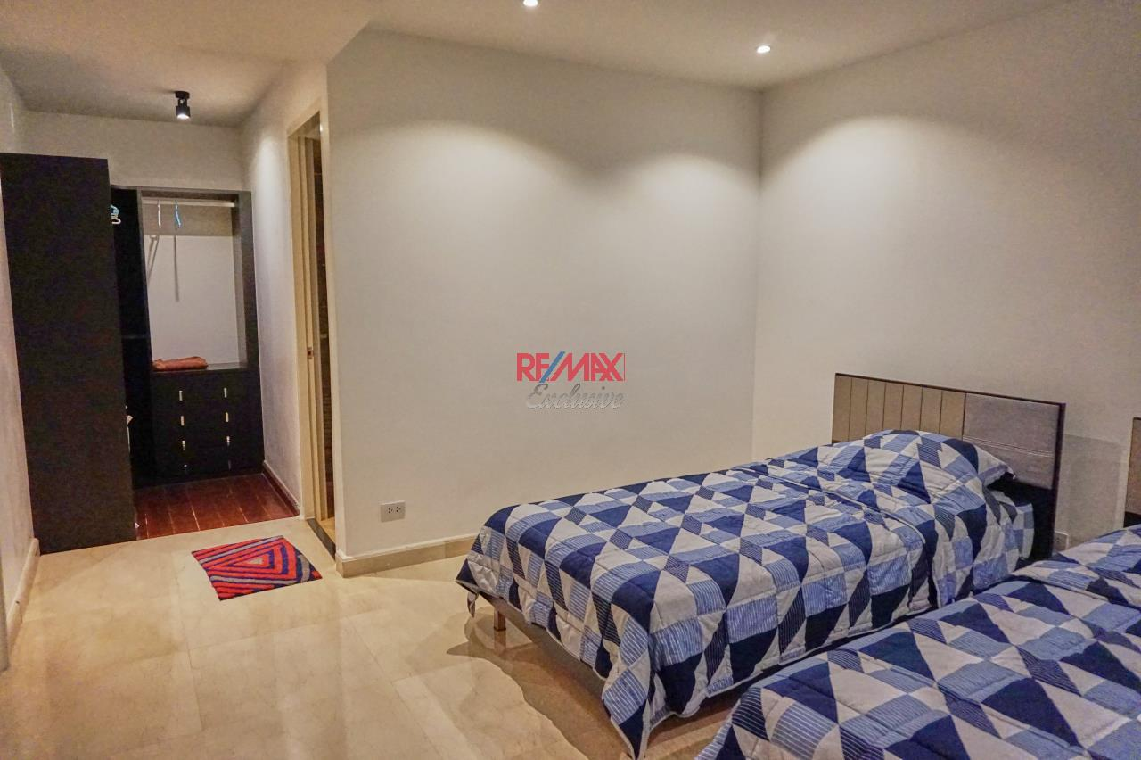 RE/MAX Exclusive Agency's Spacious 3 Bedroom Penthouse with Rooftop Garden in Thonglor For Rent 21