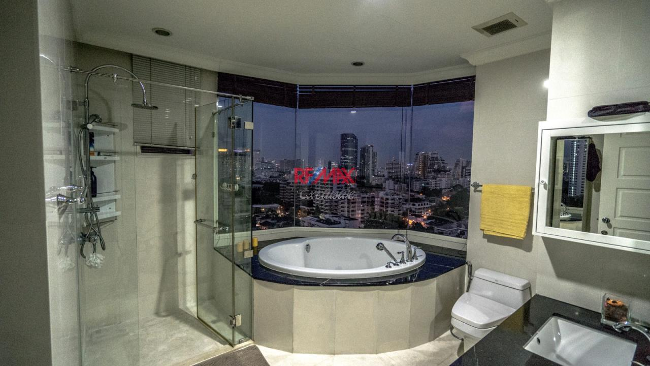 RE/MAX Exclusive Agency's Royce Residence, 3 Bedroom, 178 Sqm - For Rent 5