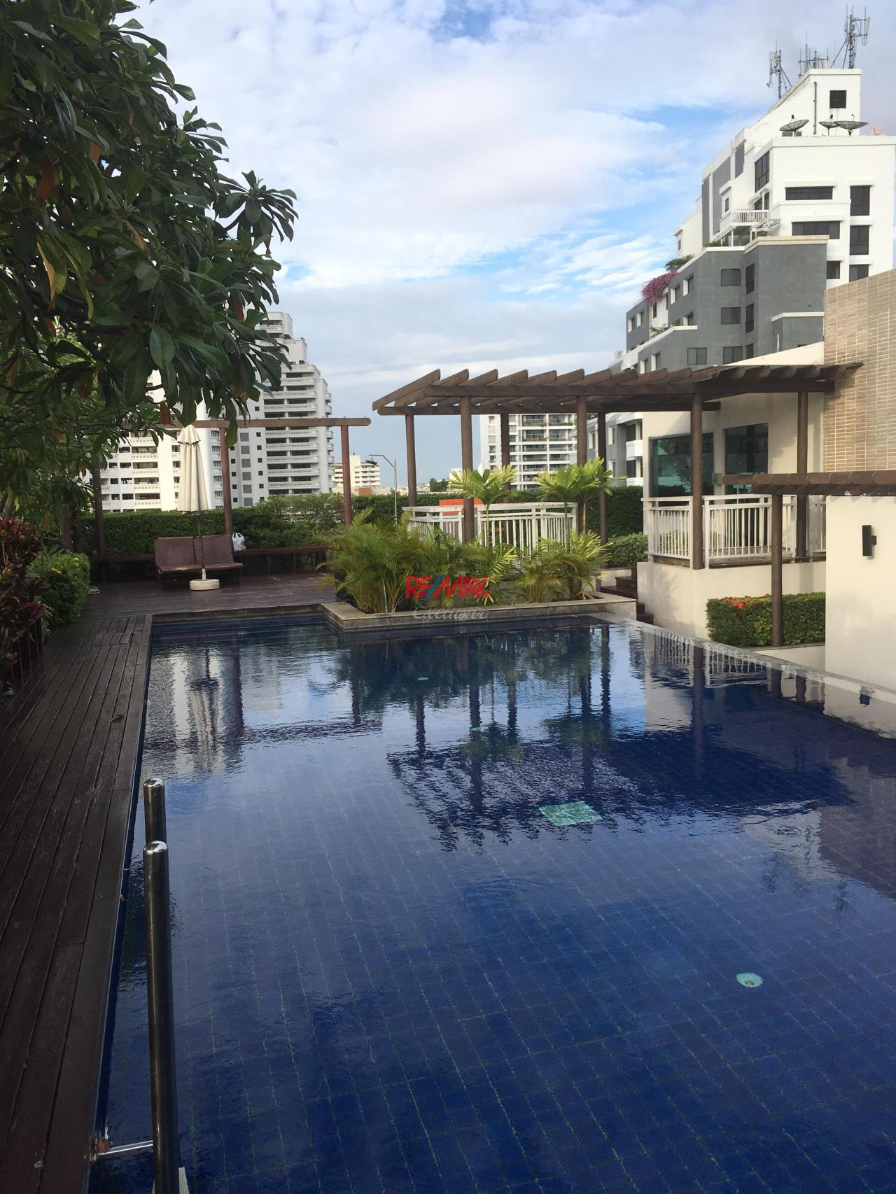 RE/MAX Exclusive Agency's specious 1 bedroom for rent at Plus 49 top floor 28,000 THB/month 6