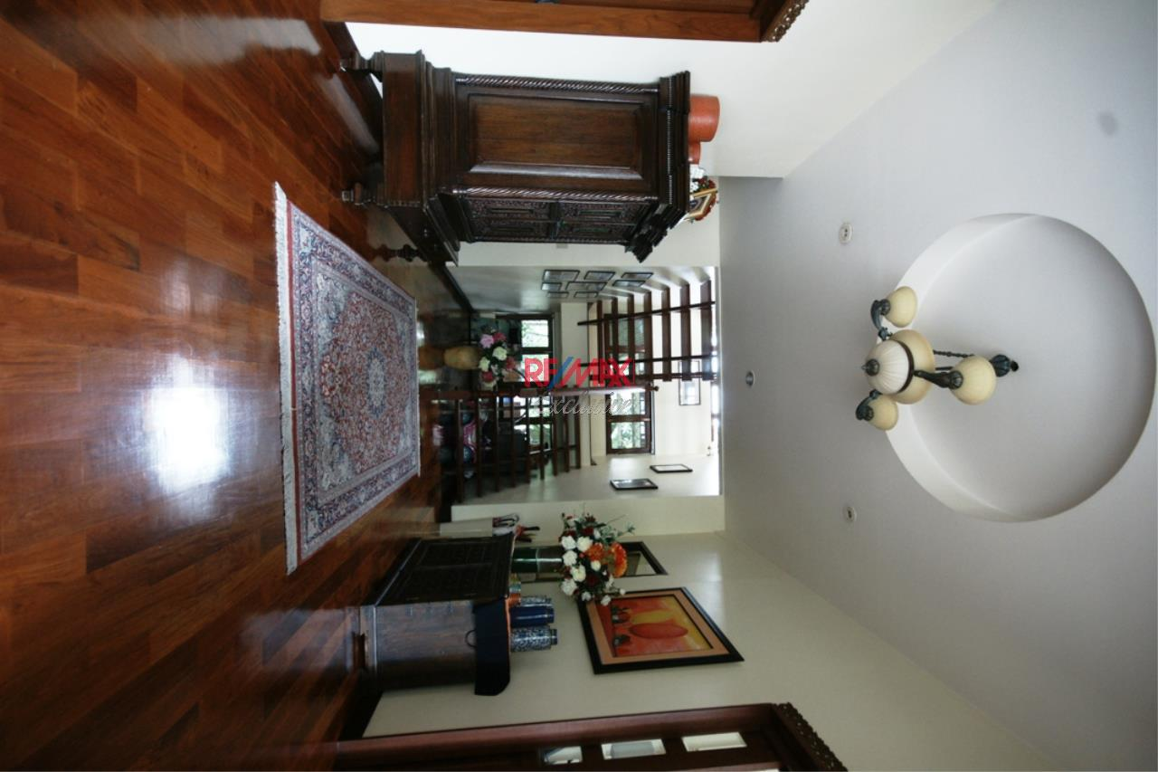 RE/MAX Exclusive Agency's Detached House 4 Bedrooms Plus 3 Maid's Room, 200 Sq Wah For Rent!! 6
