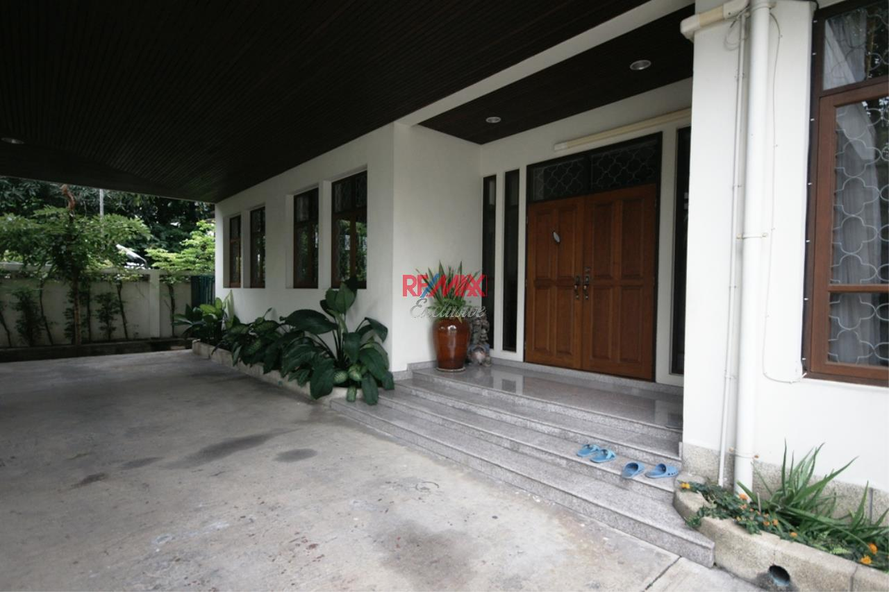 RE/MAX Exclusive Agency's Detached House 4 Bedrooms Plus 3 Maid's Room, 200 Sq Wah For Rent!! 34