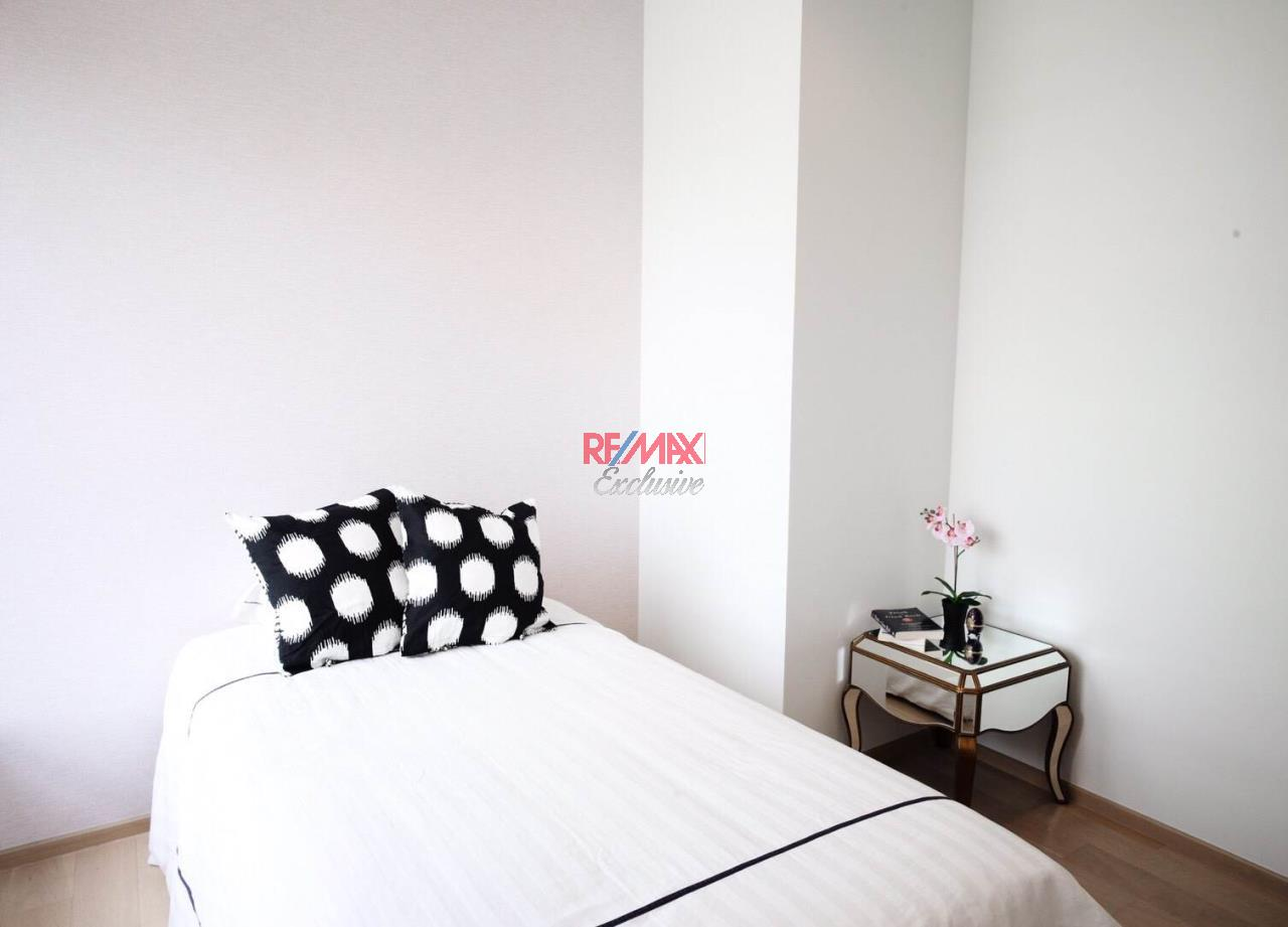 RE/MAX Exclusive Agency's HQ Thonglor, 2 Bedrooms  2, Bathrooms 80 Sqm., With Fully Equipped Living and Kitchen Room, For Rent!! 12
