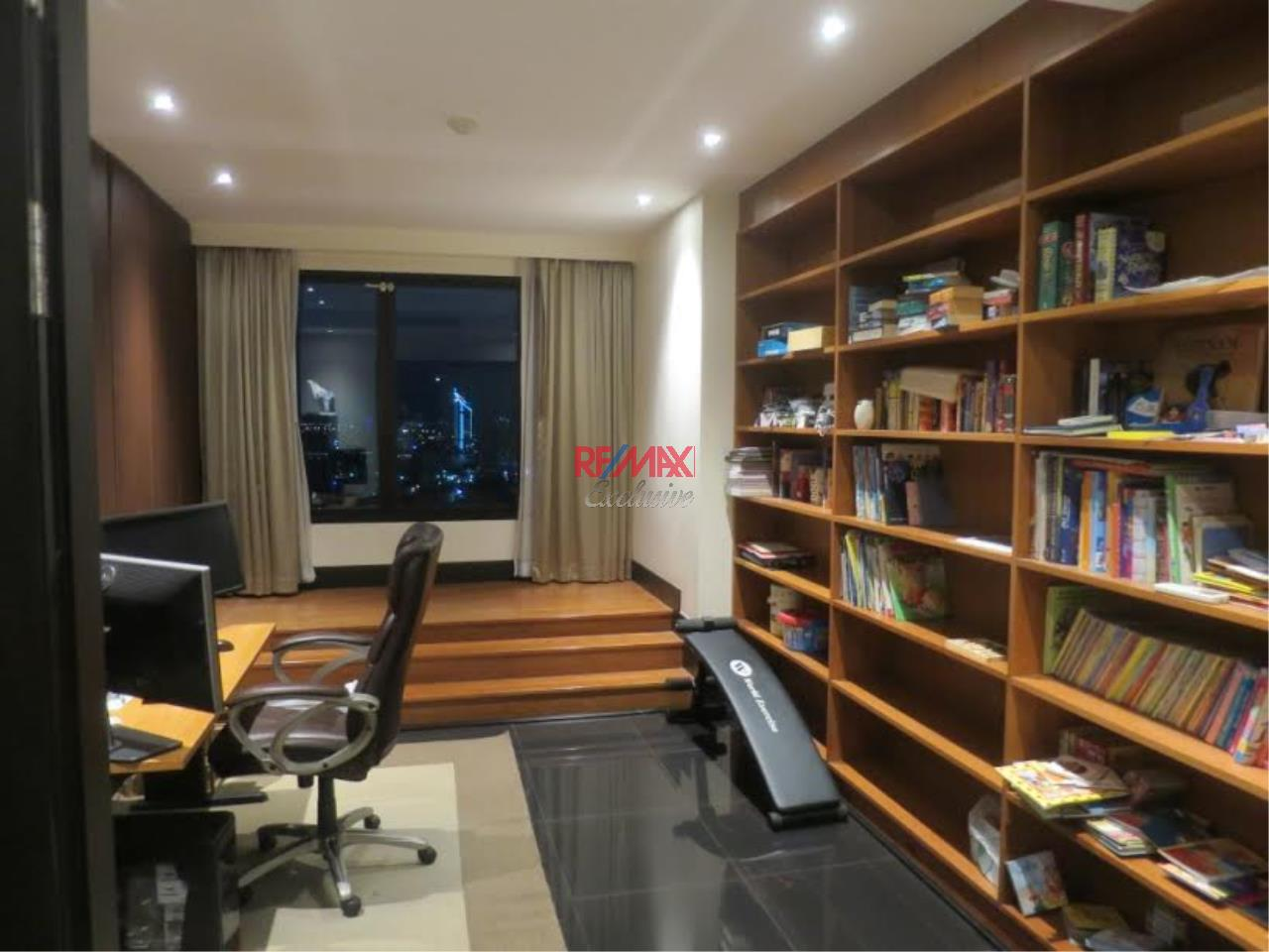 RE/MAX Exclusive Agency's Royal River Place Condo, 3 Bedrooms, 3 Bathrooms, Only For Sale 20,000,000 THB 9