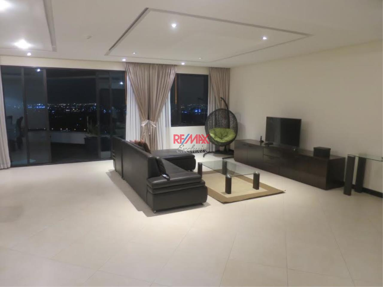 RE/MAX Exclusive Agency's Royal River Place Condo, 3 Bedrooms, 3 Bathrooms, Only For Sale 20,000,000 THB 2